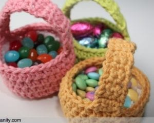 3_crochet_baskets_1